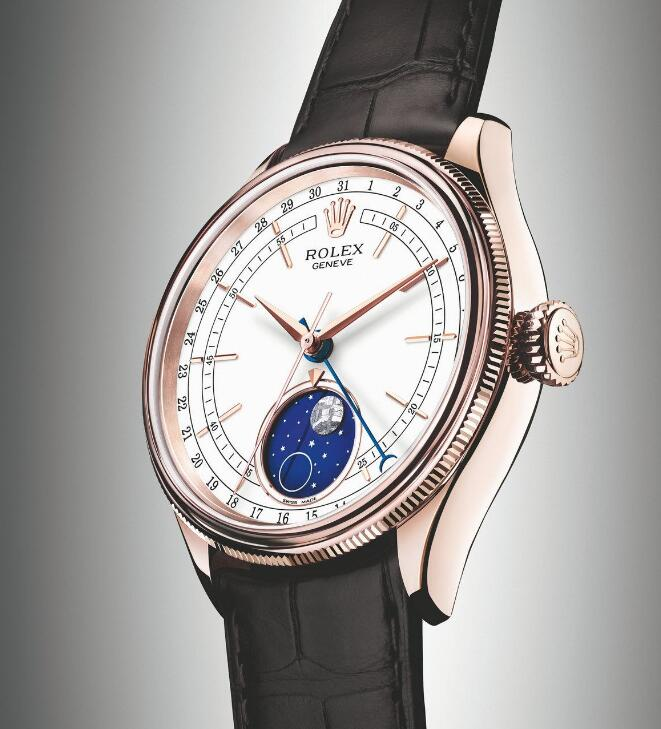 The blue enamelled disc is contrastive to the white lacquer dial.