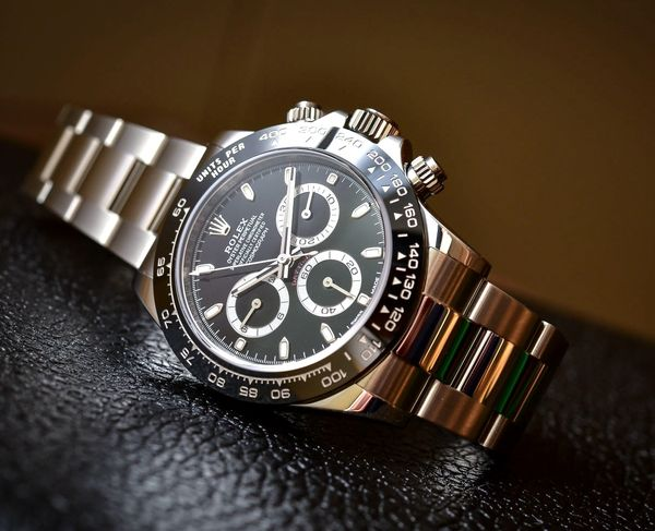 The chronograph dials display the hours and minutes respectively.