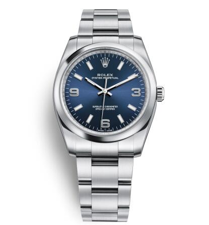 The Oystersteel bracelet matches the blue dial well,setting off the wearers to be more charming.