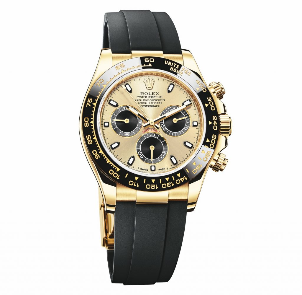 The black strap fitted on the yellow gold case makes the model very striking and charming.